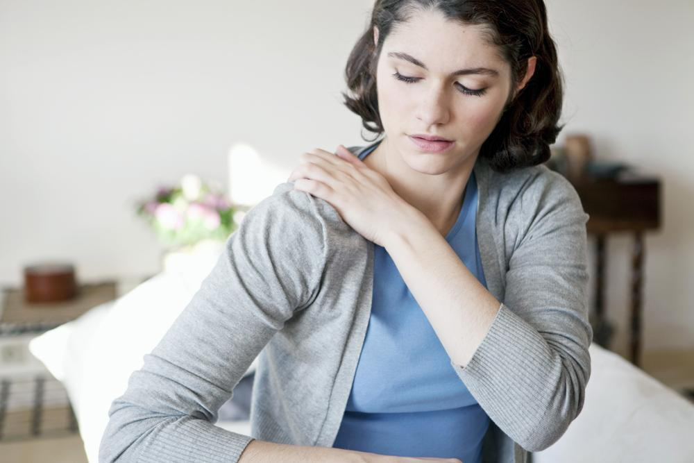 Woman with shoulder pain in Fayetteville