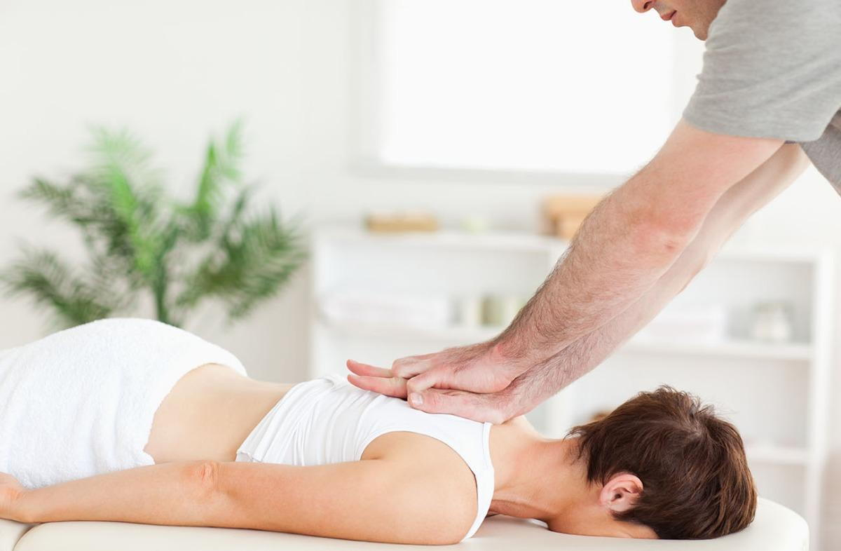 woman getting chiropractic treatment