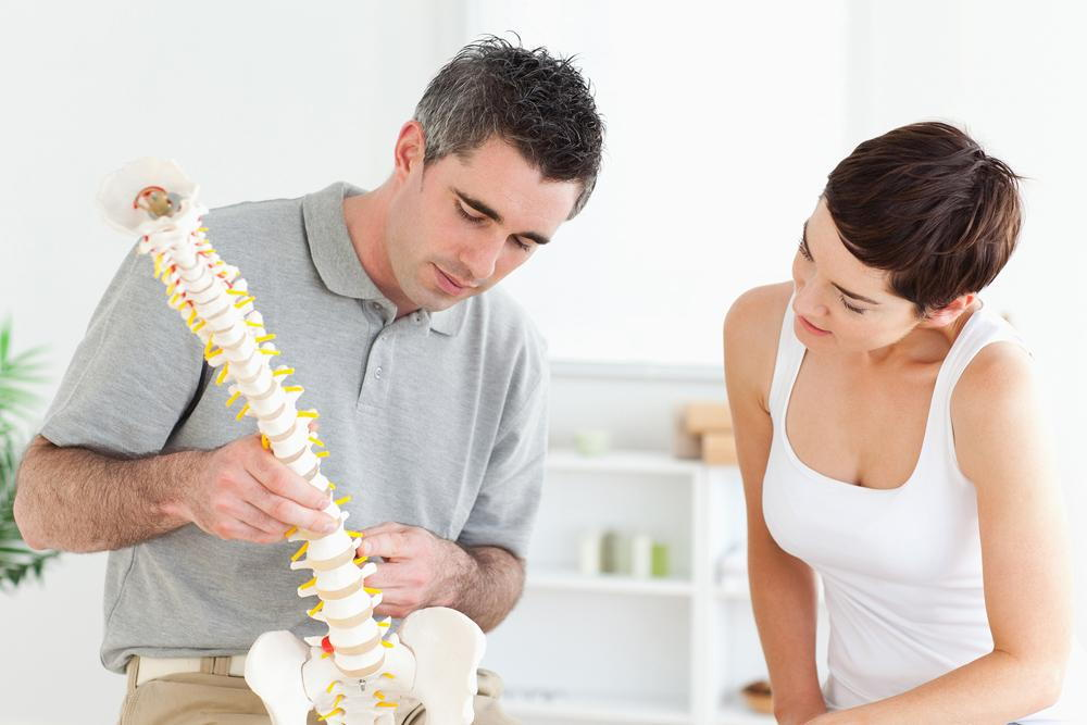 chiropractor explaining herniated disc to patient in Oviedo, FL