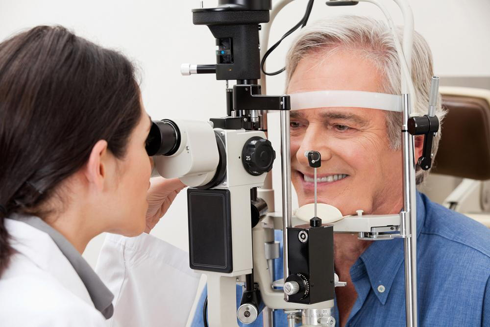 man receiving diabetic retinopathy treatment from his optometrist