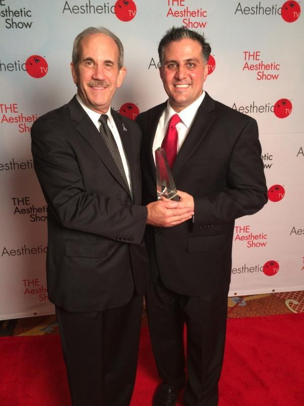 Dr. Alex and consultant Jay Shorr with the Aesthetic Practice of the Year award on the red carpet in the Wynn in Las Vegas for the Aesthetic Show 2014