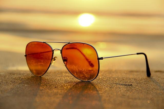 protect your eyes from the sun with sunglasses