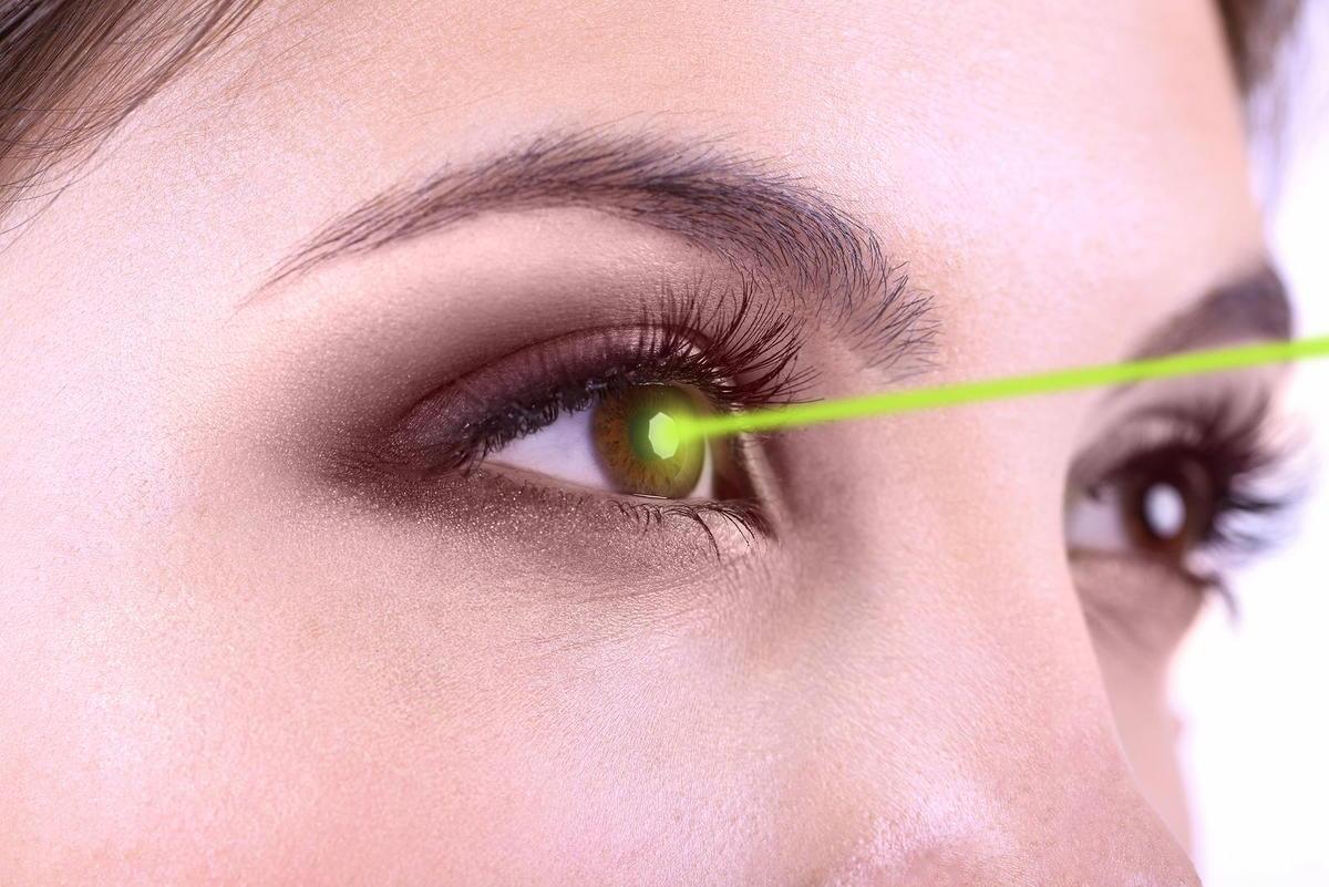 Woman who got lasik eye surgery