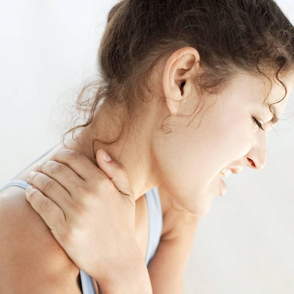bad_neck_pain_woman.jpg